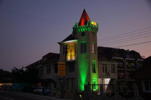 "Отель ""Tower House"""
